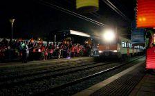Arribada del tren a l'estació de Terra Nostra durant la Festa del Fanalet