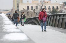 La passarel·la de vianants de La Salle s'ha tancat una estona al matí amb motiu de la nevada