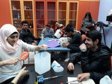 Joves que participen al projecte 'Tenim Drets, Teixim Llibertats'