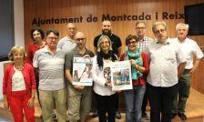 Fotografia de família d'autoritats i representants d'entitats dels quatre municipis que coordinen la 'Ruta de les Esglésies amagades'
