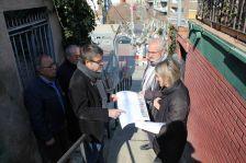 El president de l'Àrea Territorial, Jordi Sanchez, amb una representació de l'AV de Can Sant Joan, a les escales del Putxet