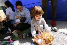 Infant a la festa de presentació de les escoles bressol municipals