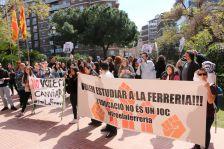 Manifestació a Barcelona per reivindicar la continuïtat del cicle de documentació sanitària a Montcada i Reixac
