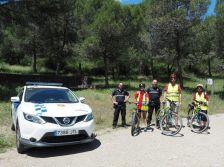 Part de l'equip d'agents cívics, acompanyat de la Policia Local