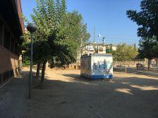 Àrea de joc a la plaça Lluís Companys