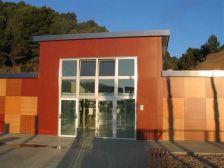 La façana principal de l'EBM Camí del bosc